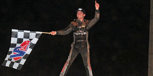 "Seavey Strikes for ""Tuesday Night Thunder"" Glory at Red Dirt Raceway!"